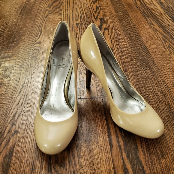 Jessica Simpson Shoes - Jessica Simpson classic nude heels